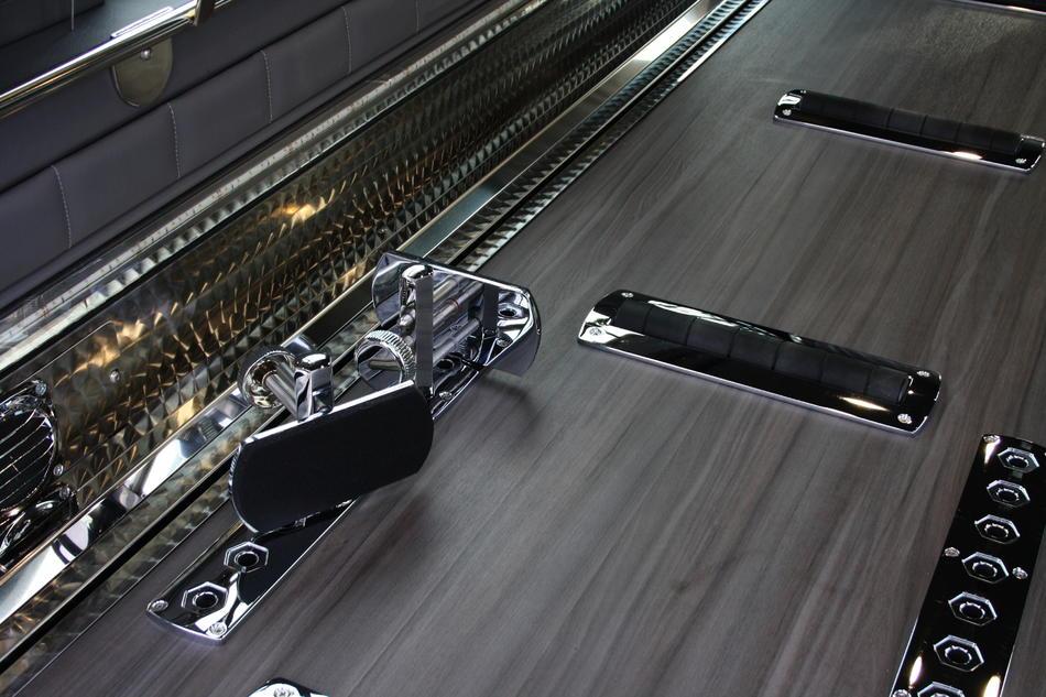 Rouwauto grijs Mercedes vloer