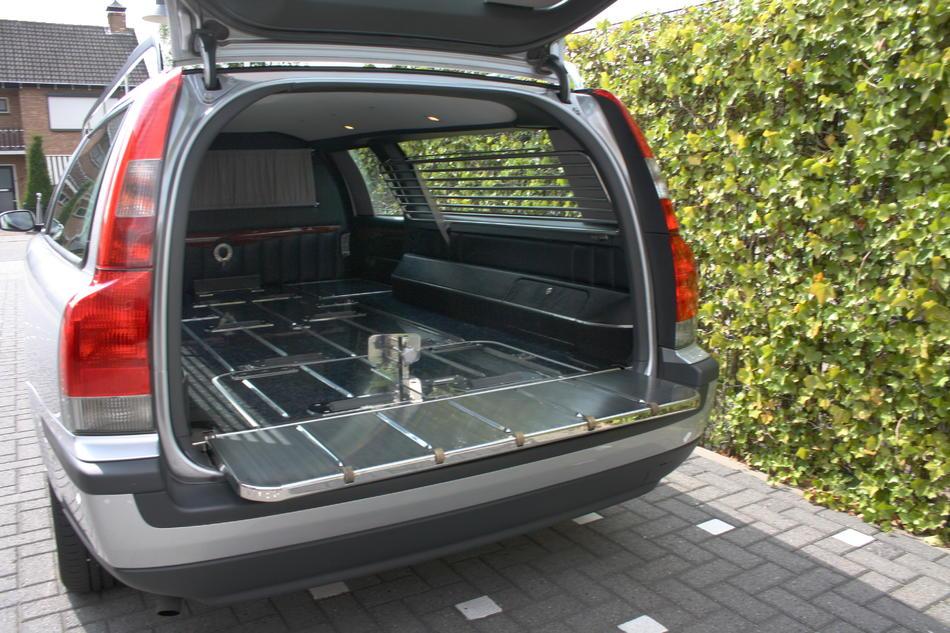 Rouwauto grijs Volvo binnenzijde