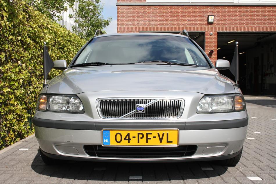 Rouwauto grijs Volvo voorzijde