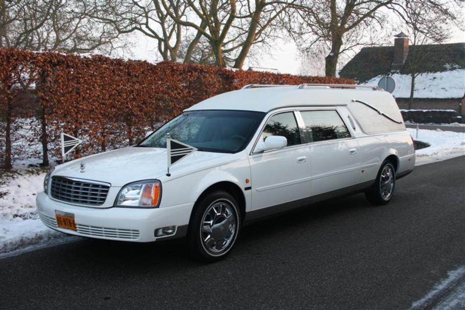 Rouwauto Cadillac Wit