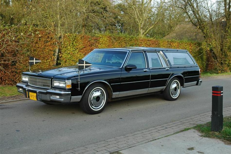 Rouwauto zwart Chevrolet Classic