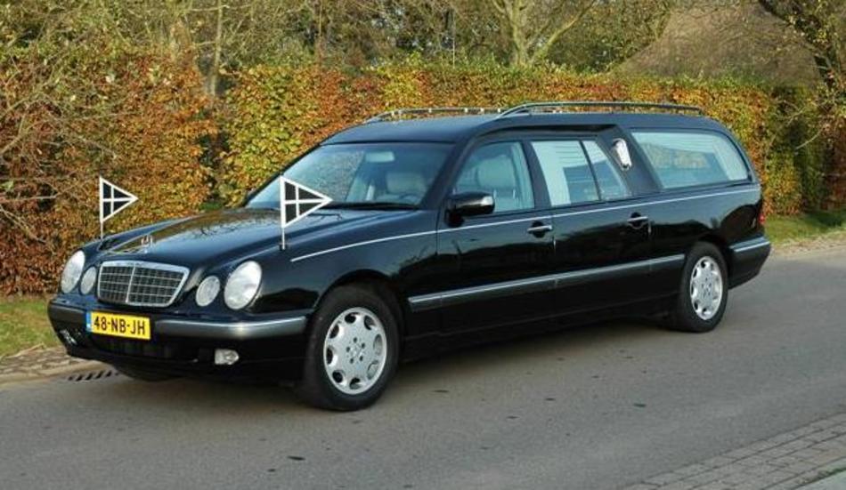 Rouwauto Mercedes