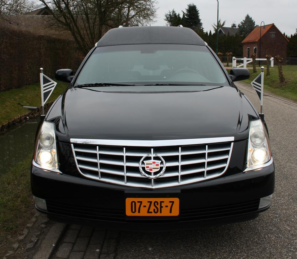 Cadillac Rouwauto Vooraanzicht